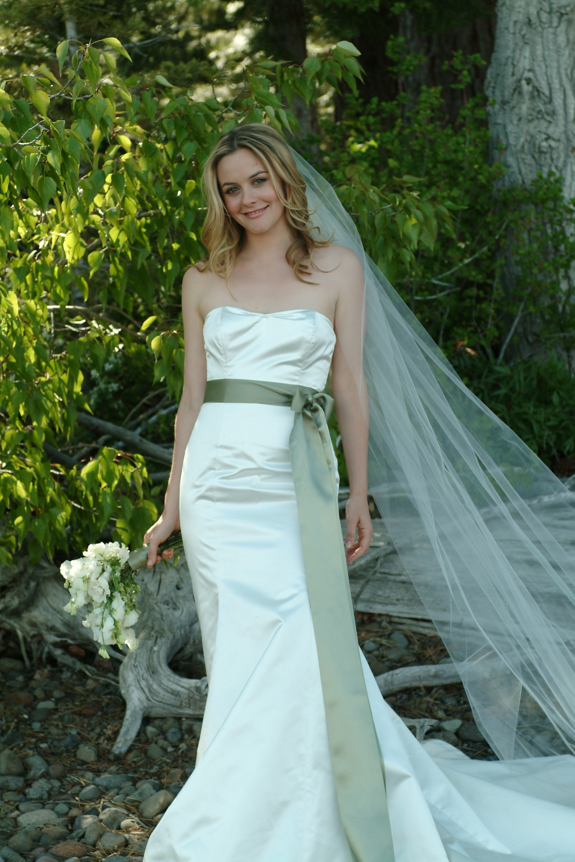 us weekly celebrity wedding feature alicia silverstone�s